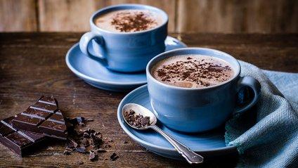 Учені розповіли, кому варто відмовитися від гарячого шоколаду - фото 1
