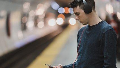 Не мити голову чи не користуватися смартфоном: від чого б відмовилися мілленіали - фото 1