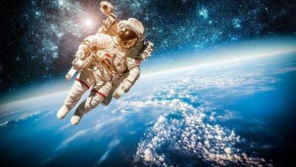 Маск сказав, коли перші туристи полетять навколо Місяця - фото 1