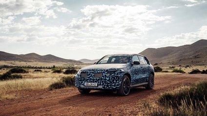 Mercedes-Benz показав нові фотографії першого електрокросовера - фото 1