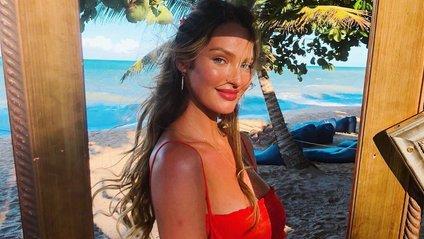 Дівчина тижня. Сексуальна Кендіс Свейнпол, яка стала найдорожчою бікіні-моделлю в світі - фото 1