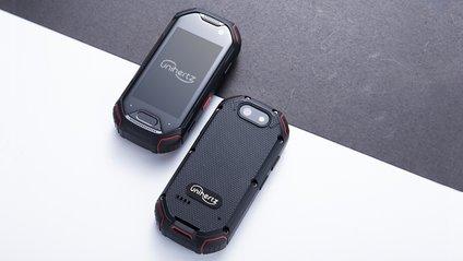 Як проходив тест на міцність найменший захищений смартфон - фото 1
