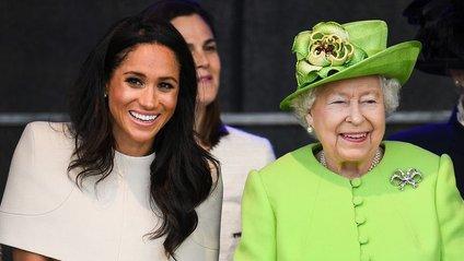 Які сережки Єлизавета II подарувала Меган Маркл - фото 1