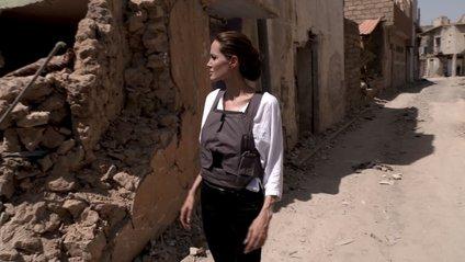 Це п'ята поїздка Джолі до Іраку за 17 років її співпраці з УВКБ - фото 1