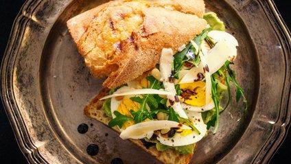 Дієтологи сказали, з чим не варто їсти яєчню - фото 1