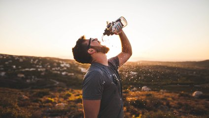 Чому не варто пити надто багато води - фото 1