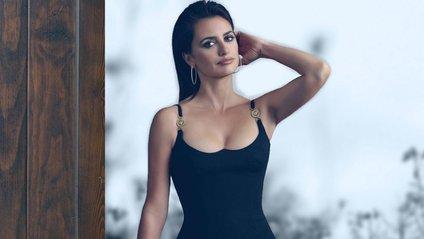 Для свого виходу 44-річна актриса вибрала чорну бандажну сукню - фото 1