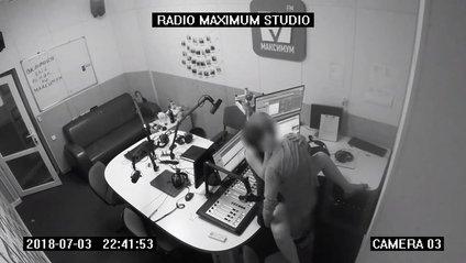 Пара зайнялася сексом у студії Радіо МАКСИМУМ - фото 1