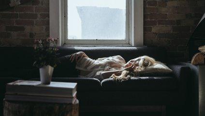 Скільки годин потрібно спати жінкам - фото 1