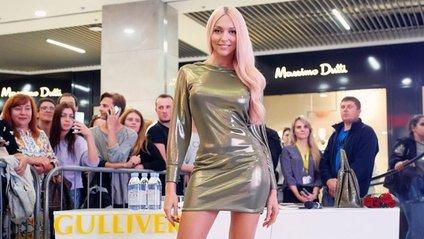Вартість шовкової сукні Полякової з яскравим принтом становить 2995 доларів - фото 1