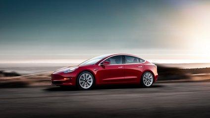 Tesla Model 3 визнали найбезпечнішим авто - фото 1
