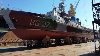 """Корабель """"Донбас"""" спустили на воду - фото 1"""