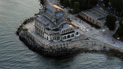 Архітектура і інтер'єр цієї історичної будівлі справляють сильне враження - фото 1