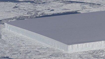 Унікальний прямокутний айсберг - фото 1