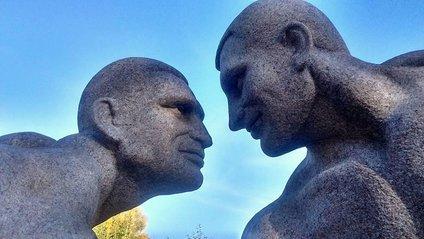 Скульптура братів Кличків - фото 1