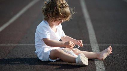 Способі навчити дитину зав'язувати шнурівки - фото 1