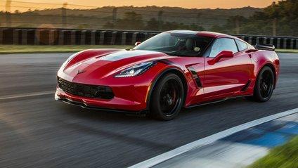 """Дивіться, як Chevrolet Corvette """"вишиває"""" - фото 1"""