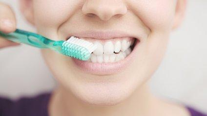 А як часто ви змінюєте зубну щітку? - фото 1