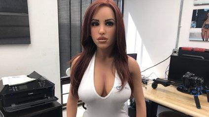 Секс-робот з'явився у Tinder - фото 1