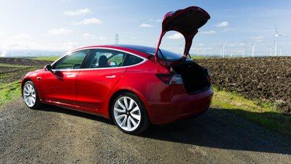 Наразі вартість Tesla X перевищує 80 тисяч доларів - фото 1