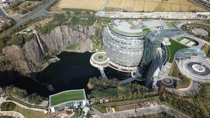 Ефектний готель в Китаї - фото 1
