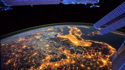 На фото можна помітити власне світіння атмосфери Землі - фото 1