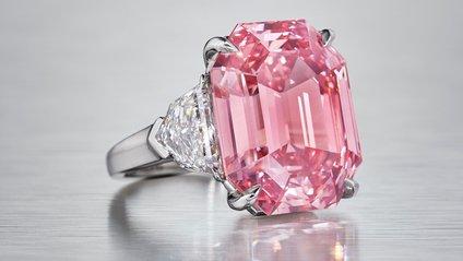 Рожевий діамант купив ювелірний будинок - фото 1