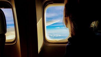 Чому не варто пити каву і чай у літаку - фото 1