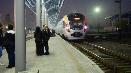 Укрзалізниця обіцяє збільшувати тривалість роботи залізничних кас - фото 1