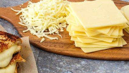 Чому сир не потрібно їсти кожен день - фото 1