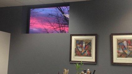 Найкраща картина в офісі виявилась не картиною - фото 1