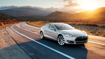 Tesla нарешті буде розпізнавати світлофори - фото 1
