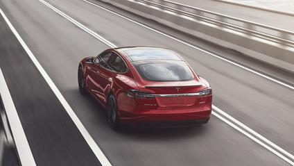 Власниця намагалася заправити свою Tesla - фото 1