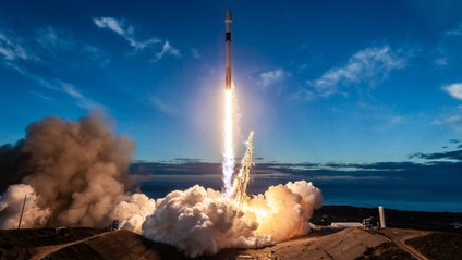 SpaceX запустила ракету Falcon 9 - фото 1