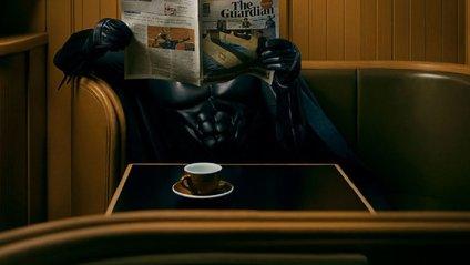 Чим займається Бетмен, коли нема роботи - фото 1