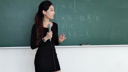 Найгарячіша вчителька - фото 1