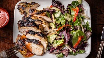 Фахівці вважають, що зловживання м'ясом негативно впливає на печінку - фото 1