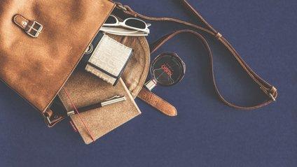 Жінка хоче пошити сумочку з власної шкіри - фото 1