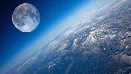 Місяць перебуває в атмосфері Землі - фото 1