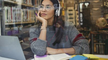 Науковці закликають не слухати музику у фоні на роботі - фото 1