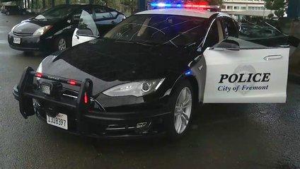 Поліцейська Tesla Model S - фото 1