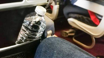 Всі пляшки, куплені в д'юті-фрі, попередньо проходять ретельну перевірку - фото 1