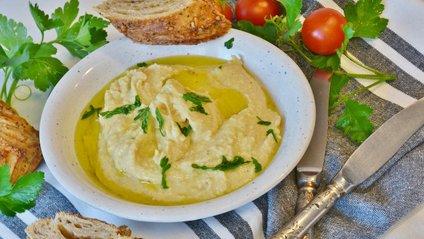 Хумус можна їсти с овочами, з пастою, як намазку на хлію, як самостійну страву - фото 1