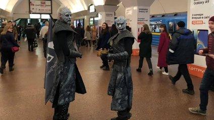 У київському метро можна приміряти корону Семи королівств - фото 1