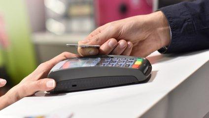 Щодо банківських карток закони в Україні доволісуворі - фото 1