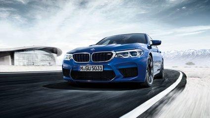 Дві версії BMW M5 позмагались на треку - фото 1