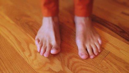 Ходіння босоніж збільшує тиск на хребет - фото 1
