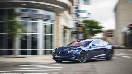 Tesla знову стала збитковою - фото 1