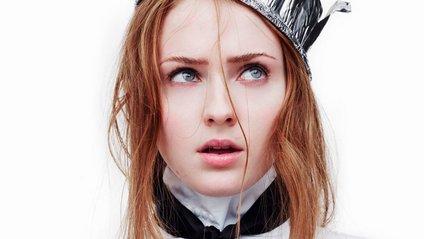 Софі Тернер з'явилася в маленькій чорній сукні - фото 1
