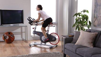 Заняття на велотренажерах позитивно впливає на фігуру - фото 1